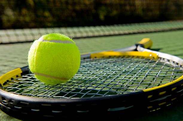 Căng dây vợt phù hợp khi chơi tennis