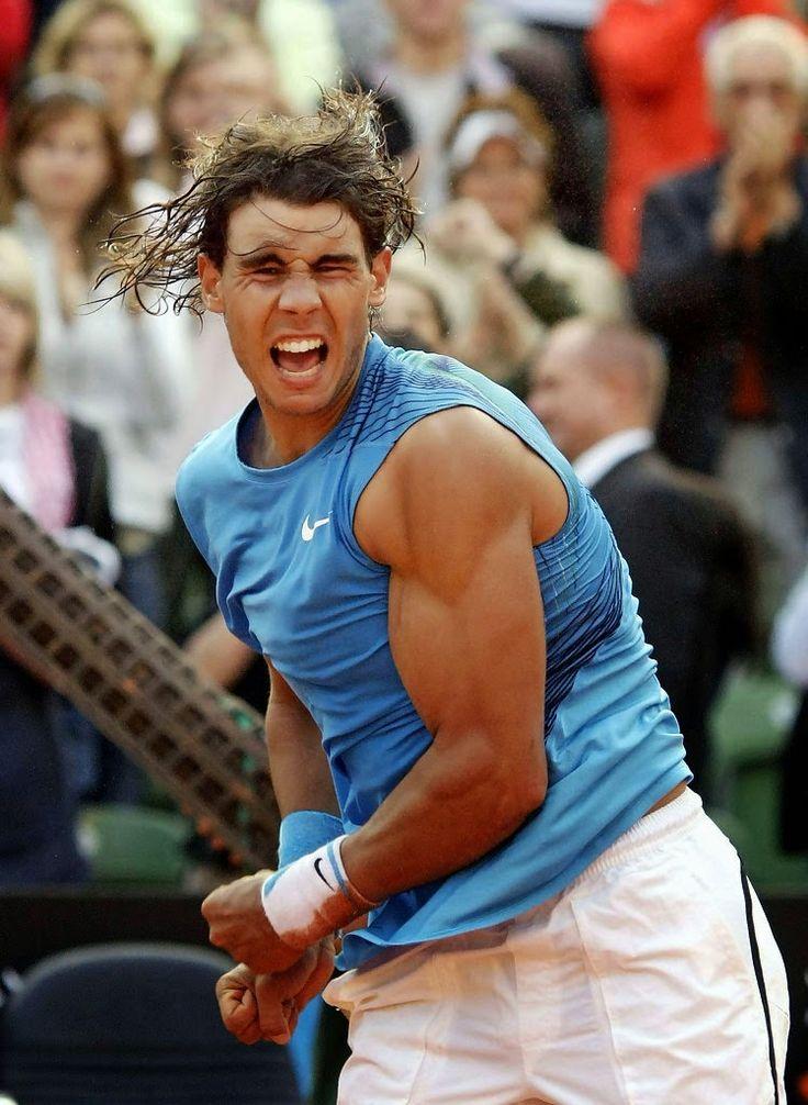 """""""Bò tót làng banh nỉ"""" Nadal lực lưỡng vượt xa Roger Federer"""